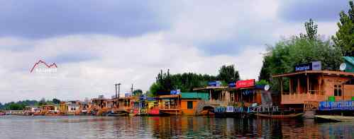 Houseboats-in-dal-lake